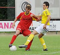 SC Wielsbeke - Cappellen FC..duel tussen Gideon De Graaf (links) en Ouissem Zarti..foto VDB / BART VANDENBROUCKE
