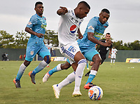 MONTERIA - COLOMBIA, 15-09-2018: Fabio Castillo (Izq) y Wilmer Diaz (Der) jugadores de Jaguares de Córdoba disputan el balón con Juan Camilo Salazar (C) jugador de Millonarios durante partido por la fecha 10 de la Liga Águila II 2018 jugado en el estadio Municipal de Montería. / Fabio Castillo (L) and Wilmer Diaz (R) players of Jaguares of Cordoba vie for the ball with Juan Camilo Salazar (C) player of Millonarios during a match for the date 10 of the Liga Aguila II 2018 at the Municipal de Monteria Stadium in Monteria city. Photo: VizzorImage / Andres Felipe Lopez / Cont