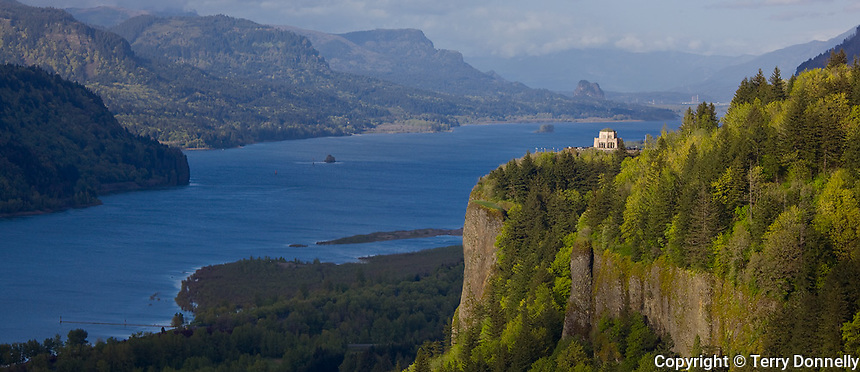 Columbia Gorge Nat'l. Scenic Area, OR<br /> Vista House at Crown Point State Park on a prominence above the Columbia River