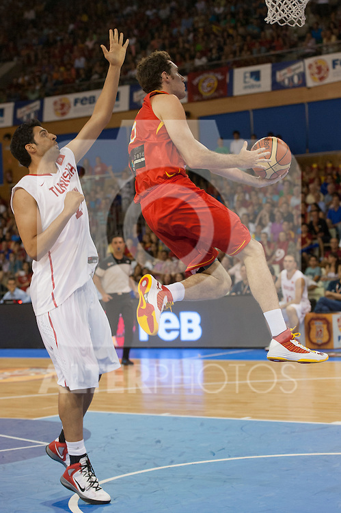 Spain's Rudy Fernandez and Tunez's Mokhtar Ghayaza during friendly match in Salamanca. July 13,2012.(ALTERPHOTOS/Ricky)
