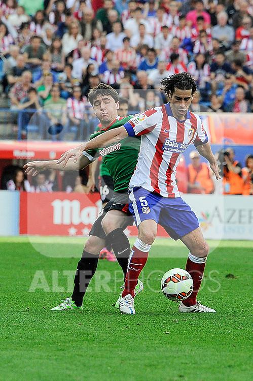 Atletico de Madrid´s Tiago Cardoso and Athletic Club´s Unai Lopez during 2014-15 La Liga match between Atletico de Madrid and Athletic Club at Vicente Calderon stadium in Madrid, Spain. May 02, 2015. (ALTERPHOTOS/Luis Fernandez)