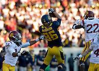 Bryce McGovern of California catches a ball from Goff during NCAA football game against USC at Memorial Stadium in Berkeley, California on November 9th, 2013.   USC defeated California, 62-28.
