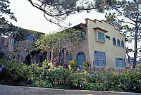 Irving Gill: Wheeler J. Bailey Residence, La Jolla, 1907. 7964 Princess. The apartments and garages at left only added in 1932. (Photo 2000)
