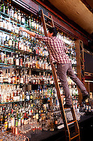Bartender Craig Montgomery at Circa 33