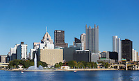 City skyline and Point State Park, Pittsburgh, Pennsylvania, USA.