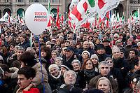 Milano: manifestazione del Partito Democratico per sostenere la candidatura di Umberto Ambrosoli a presidente della Regione Lombardia e Pier Luigi Bersani a Presidente del Consiglio..Gente partecipa alla manifestazione