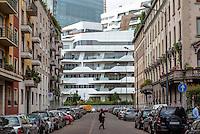 Milano, le residenze Hadid al nuovo quartiere CityLife e i palazzi del vecchio quartiere Fiera --- Milan, the Hadid Residences at the new CityLife district and the buildings of the old Fiera district