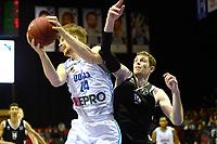 GRONINGEN - Basketbal, Donar - Apollo Amsterdam, Martiniplaza,  Dutch Basketbal League, seizoen 2018-2019, 11-11-2018,  Donar speler Thomas Koenes met Apollo speler Berend Weijs