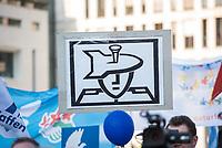 """Kundgebung der Linkspartei am Mittwoch den 18. April 2018 unter dem Motto """"Nein zum Krieg"""" in Berlin vor dem Brandenburger Tor. Mehrere hundert Menschen kamen um Reden von Bundestagsabgeordneten der Partei und Mitgliedern von Friedensinitiativen zu hoeren.<br /> 27.1.2018, Berlin<br /> Copyright: Christian-Ditsch.de<br /> [Inhaltsveraendernde Manipulation des Fotos nur nach ausdruecklicher Genehmigung des Fotografen. Vereinbarungen ueber Abtretung von Persoenlichkeitsrechten/Model Release der abgebildeten Person/Personen liegen nicht vor. NO MODEL RELEASE! Nur fuer Redaktionelle Zwecke. Don't publish without copyright Christian-Ditsch.de, Veroeffentlichung nur mit Fotografennennung, sowie gegen Honorar, MwSt. und Beleg. Konto: I N G - D i B a, IBAN DE58500105175400192269, BIC INGDDEFFXXX, Kontakt: post@christian-ditsch.de<br /> Bei der Bearbeitung der Dateiinformationen darf die Urheberkennzeichnung in den EXIF- und  IPTC-Daten nicht entfernt werden, diese sind in digitalen Medien nach §95c UrhG rechtlich geschuetzt. Der Urhebervermerk wird gemaess §13 UrhG verlangt.]"""
