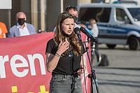 """Mehrere Menschenrechts- und Fluechtlingsorganisationen haben auf einer Kundgebung am Donnerstag den 23. April 2020 in Berlin von den EU-Staaten die rasche Aufnahme von Fluechtlingen aus Griechenland gefordert. Die Camps auf den griechischen Inseln muessten angesichts der Corona-Krise sofort aufgeloest werden, denn sie drohten zu """"pandemischen Hotspots"""" zu werden, hiess es in einem Aufruf des Republikanischen Anwaeltinnen- und Anwaeltevereins (RAV). Dazu fand am Donnerstag in Berlin eine Kundgebung statt, die live im Internet uebertragen wurde. Daran beteiligten sich unter anderem auch Vertreter von Amnesty International, vom European Center for Constitutional and Human Rights (ECCHR), vom Unteilbar-Buendnis sowie Vertreter weiterer Organisationen.<br /> Die Kundgebung fand mit 20 Personen unter den strengen Auflagen anlaesslich der Covid-19-Pandemie statt.<br /> Im Bild: Luisa Neubauer, Mitglied der Schuelerorganisation Fridays for Future.<br /> 23.4.2020, Berlin<br /> Copyright: Christian-Ditsch.de<br /> [NUR FUER REDAKTIONELLE ZWECKE! Werbung nur auf Anfrage beim Fotografen. Inhaltsveraendernde Manipulation des Fotos nur nach ausdruecklicher Genehmigung des Fotografen. Vereinbarungen ueber Abtretung von Persoenlichkeitsrechten/Model Release der abgebildeten Person/Personen liegen nicht vor. NO MODEL RELEASE! Don't publish without copyright Christian-Ditsch.de, Veroeffentlichung nur mit Fotografennennung, sowie gegen Honorar, MwSt. und Beleg. Konto: I N G - D i B a, IBAN DE58500105175400192269, BIC INGDDEFFXXX, Kontakt: post@christian-ditsch.de<br /> Bei der Bearbeitung der Dateiinformationen darf die Urheberkennzeichnung in den EXIF- und  IPTC-Daten nicht entfernt werden, diese sind in digitalen Medien nach §95c UrhG rechtlich geschuetzt. Der Urhebervermerk wird gemaess §13 UrhG verlangt.]"""