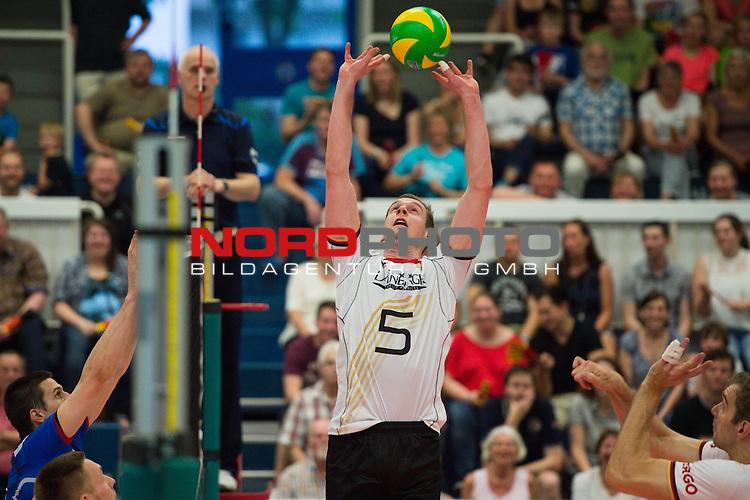 05.06.2015, Sporthalle Berg Halle, Muenster<br /> Volleyball, LŠnderspiel / Laenderspiel, Deutschland vs. Slowakei<br /> <br /> Zuspiel Sebastian KŸhner / Kuehner (#5 GER)<br /> <br />   Foto &copy; nordphoto / Kurth