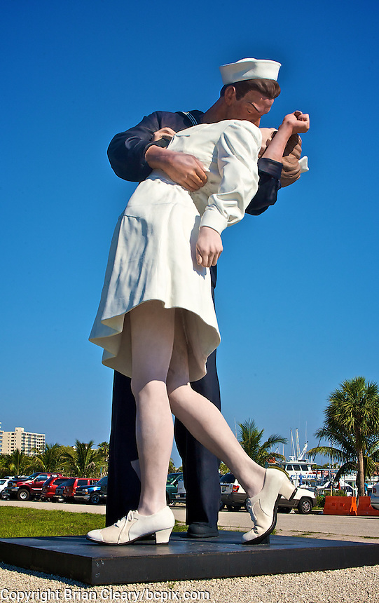 Famous WWII photograph reproduced as a statue in Sarasota, FL.  (Photo by Brian Cleary/www.bcpix.com)