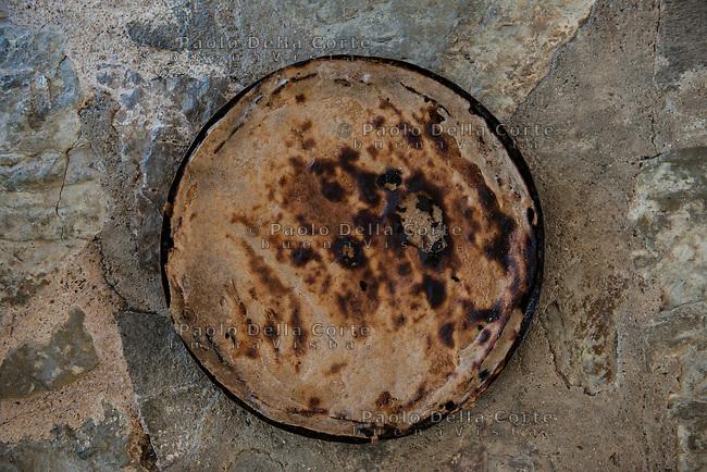 Fishtë (Albania) - Ristorante Mrizi i Zanave. Il Fli che accompagna il Tavë Elbasani