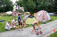 Nederland  Amsterdam 2017. Jaarlijkse Buurtcamping in het Rembrandtpark. Wedstrijd op minifietsjes. Foto mag niet in negatieve context gebruikt worden.   Berlinda van Dam / Hollandse Hoogte