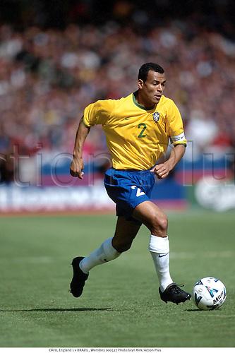 CAFU, England 1 v BRAZIL , Wembley 000527. Photo:Glyn Kirk/Action Plus...2000.Soccer.football.association.Internationals International
