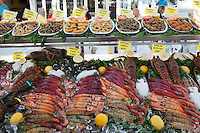 Spain, Costa Blanca, Calp: Seafood on display outside waterfront restaurant | Spanien, Costa Blanca, Calp: Meeresfruechte-Angebot eines Fischrestaurants