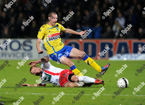 2012-11-09 / Voetbal / seizoen 2012-2013 / Westerlo - R. Antwerp FC / Jorn Vermeulen (Antwerp) haalt Kevin Geudens onderuit..Foto: Mpics.be