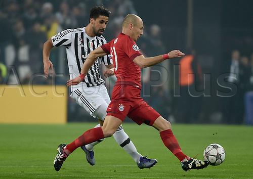 23.02.2016. Turin, Italy. UEFA Champions League football. Juventus versus Bayern Munich.  Sami Khedira (Juventus), Arjen Robben (FC Bayern Mun)