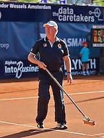 03-09-13,Netherlands, Alphen aan den Rijn,  TEAN, Tennis, Tean International Tennis Tournament 2013, Tean International ,  Linesman sweeping court <br /> Photo: Henk Koster