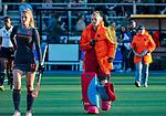 UTRECHT - keeper Alexandra Heerbaart (Ned) tijdens de rust    tijdens   de Pro League hockeywedstrijd wedstrijd , Nederland-China (6-0) .  COPYRIGHT  KOEN SUYK