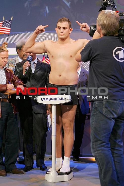 Boxgala - WBA-WM im Schwergewicht - Pressetraining<br /> Nikolai Valuev (RUS) vs John Ruiz (USA)<br /> <br /> Francesco Pianeta<br /> <br /> *** Local Caption ***