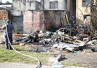 SÃO PAULO,SP,24 JULHO 2012 - INCENDIO CASA ZONA LESTE<br /> Incendio atingiu uma casa na Av.Solidinio Leite altura do numero 2.700 na tarde de hoje ninguem ficou ferido. FOTO ALE VIANNA - BRAZIL PHOTO PRESS