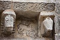 Europe/France/Poitou-Charentes/79/Deux-Sèvres/Melle:  Détail modillon de l'église St-Savinien représentatnt une chèvre