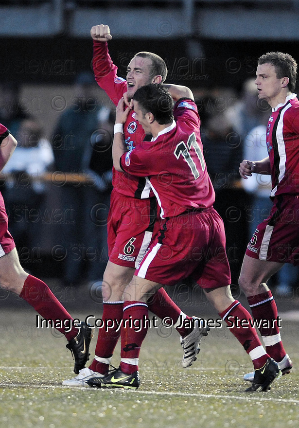 30/04/2008   Copyright Pic: James Stewart.File Name : sct_jspa06_alloa_v_clyde.STEVEN MASTERTON SCORES FOR CLYDE....James Stewart Photo Agency 19 Carronlea Drive, Falkirk. FK2 8DN      Vat Reg No. 607 6932 25.Studio      : +44 (0)1324 611191 .Mobile      : +44 (0)7721 416997.E-mail  :  jim@jspa.co.uk.If you require further information then contact Jim Stewart on any of the numbers above........