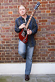 Apr 21, 2009: DEREK TRUCKS - Photosession in London