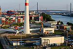 GERMANY Hamburg, construction of new Nordex wind turbine N117/3000 at treatment plant of Hamburg Wasser, the local water supplier / DEUTSCHLAND Hamburg, Aufbau einer Nordex Windkraftanlage N117/3000 auf dem Gelaende Klaerwerk Koehlbrandhoeft von Hamburg Wasser