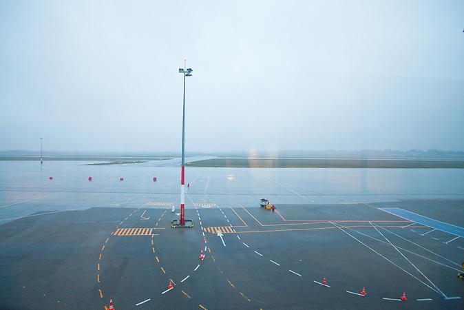Der neue Flughafen in Poznan wurde mit EU Mittelngefördert  ist aber derzeit nicht besonders ausgelastet./ the new airport in Poznan