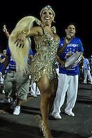 SÃO PAULO, SP, 29 DE JANEIRO DE 2012 - ENSAIO TÉCNICO IMPÉRIO DE CASA VERDE - Madrinha da Bateria Andrea de Andrade durante ensaio técnico da Escola de Samba Império de Casa Verde na preparação para o Carnaval 2012. O ensaio foi realizado neste domingo 29 no Sambódromo do Anhembi, zona norte da cidade. FOTO LEVI BIANCO - NEWS FREE
