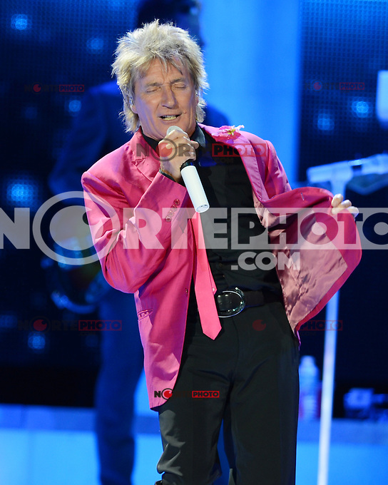 SUNRISE, FL - AUGUST 4 : Rod Stewart performs on the Heart &amp; Soul tour at the BankAtlantic Center on August 4, 2012 in Sunrise Florida. &copy;&nbsp;mpi04/MediaPunch Inc /NortePhoto.com<br />