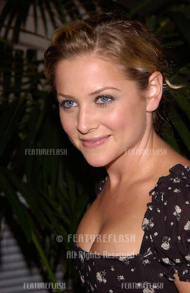 Actress JESSICA CAPSHAW at Stars 2001 Gala honoring Jeffrey Katzenberg. The event also marked the grand opening of the new Hollywood & Highland entertainment complex..08NOV2001.  © Paul Smith/Featureflash