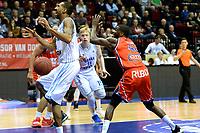 GRONINGEN -  Basketbal, Donar - New Heroes Den Bosch, Martiniplaza, Dutch Basketbal League, seizoen 2018-2019,  26-01-2019, /g8/ krijgt een duw van Den Bosch speler Jonathan Williams