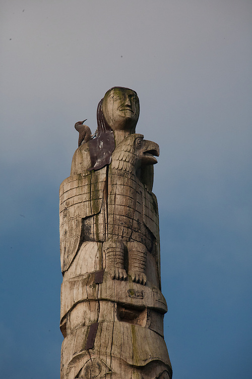 Seattle, Montlake, Lake Washington Ship Canal Waterside Trail, public art, totem pole, Chief John Wallace, Committee of 33, Haida art, Northern Flicker, Colaptes auratus, woodpecker, Washington State, Pacific Northwest, USA,