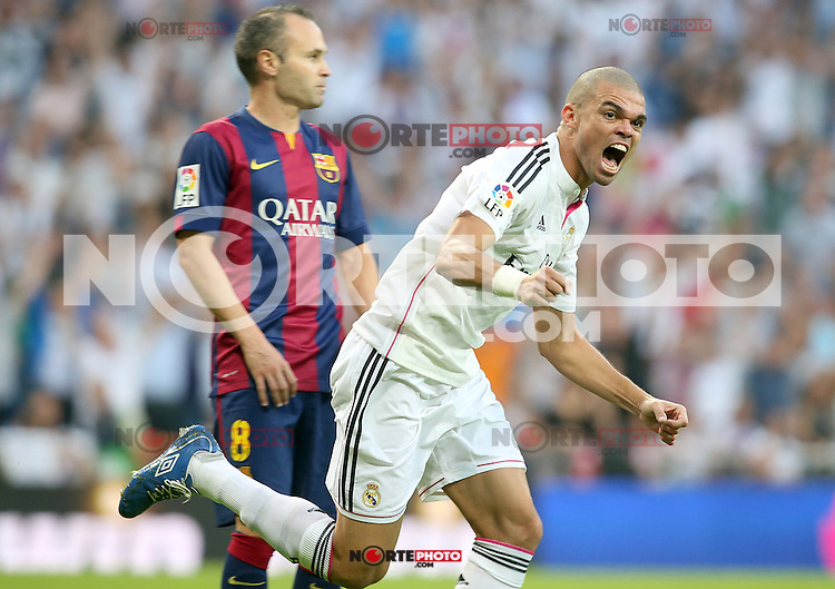 Real Madrid's Pepe (r) celebrates goal in presence of FC Barcelona's Andres Iniesta during La Liga match.October 25,2014. (ALTERPHOTOS/Acero) /nortephoto.com