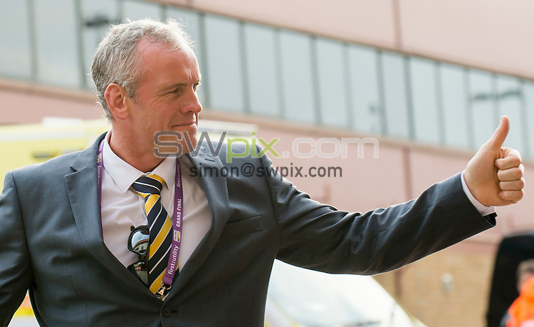 Picture by Allan McKenzie/SWpix.com - 10/10/2015 - Rugby League - First Utility Super League Grand Final - Leeds Rhinos v Wigan Warriors - Old Trafford, Manchester, England - Leeds coach Brian McDermott thanks the fans.