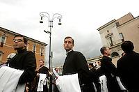 Sacerdoti all'esterno della Basilica di San Giovanni in Laterano, Roma, 3 giugno 2010, in attesa di prendere parte alla messa del Corpus Domini nella .Priests outside of the St. John in Lateran Basilica, Rome, 3 june 2010, prepare to take part in the Corpus Domini Mass ..UPDATE IMAGES PRESS/Riccardo De Luca