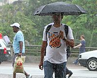 SAO PAULO, SP, 10 JANEIRO 2013 - CLIMA TEMPO SP -  Chuva atinge a capital nesse inicio de tarde na regiao do Viaduto do Cha na regiao central da cidade  nessa quinta-feira 10. (FOTO: LEVY RIBEIRO / BRAZIL PHOTO PRESS)
