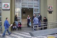 SÃO PAULO,SP, 07.05.2015 - CHACINA-SP - Suspeitos de realizar a chacina na quadra da torcida organizada Pavilhão Nove foram trazidos para interrogatório no DHPP na manhã desta quinta-feira, 7. (Foto: Renato Mendes/Brazil Photo Press)