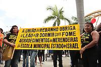 RIO DE JANEIRO, RJ, 06 SETEMBRO 2013 - GREVE PROFESSORES MUNICIPIO RJ -  Os professores do município do Rio Janeiro realizam uma manifestação enquanto esperam o resultado da reunião entre a comissão de greve e o Secretário Chefe da Casa civil Pedro Paulo para  decidirem sobre os rumos da greve, na Cidade Nova nessa sexta 06. (FOTO: LEVY RIBEIRO / BRAZIL PHOTO PRESS)