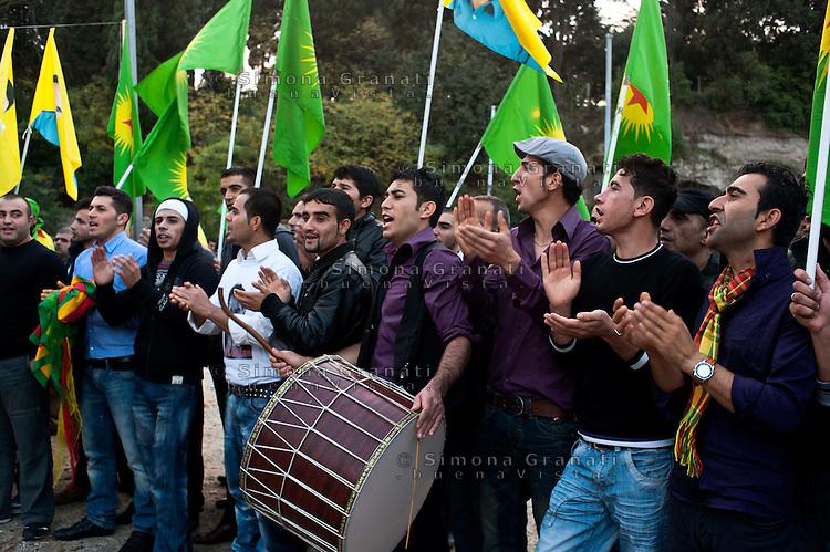 Roma 13 Novembre 2010.1998-2010 ancora Piazza Kurdistan.Manifestazione in solidarietà con il popolo kurdo a piazza Celimontana  per ricordare la lotta del popolo Kurdo e Ocalan