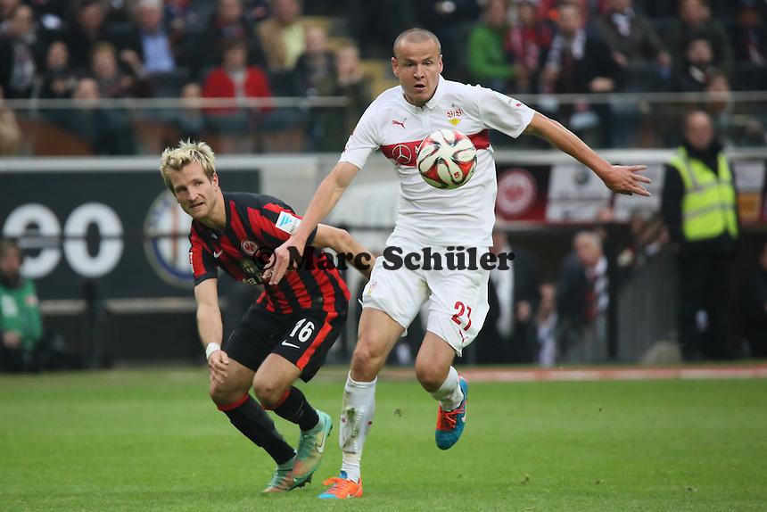 Stefan Aigner (Eintracht) gegen Adam Hlousek (VfB) - Eintracht Frankfurt vs. VfB Stuttgart, Commerzbank Arena