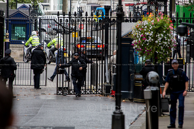 Different delegation... different gate.<br /> <br /> London, 15/09/2015. Today, the President of the Republic of Poland, Andrzej Duda, visited 10 Downing Street for an hour meeting with the British Prime Minister David Cameron.