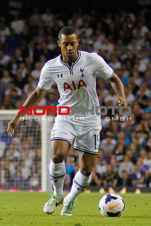 LONDON, ENGLAND - August 29: Tottenham's Mousa Dembele  during the UEFA Europa League Qualification round match between Tottenham Hotspur from England and Dynamo Tiblisi played at The White Hart Lane Stadium, on August 29, 2013 in London, England. <br /> Foto nph / Gunn
