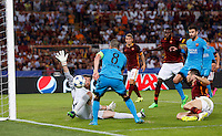 Calcio, Champions League, Gruppo E: Roma vs Barcellona. Roma, stadio Olimpico, 16 settembre 2015.<br /> Roma&rsquo;s goalkeeper Morgan De Sanctis, left, saves the ball kicked by FC Barcelona&rsquo;s Andres Iniesta, second from left, during a Champions League, Group E football match between Roma and FC Barcelona, at Rome's Olympic stadium, 16 September 2015.<br /> UPDATE IMAGES PRESS/Riccardo De Luca