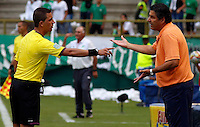 CALI - COLOMBIA 08 -02-2015: Santiago Escobar, técnico de La Equidad, durante partido entre Deportivo Cali y La Equidad de la fecha 2 de la Liga Aguila I-2015, jugado en el estadio Deportivo Cali de la ciudad de Cali. / Santiago Escobar, coach of La Equidad, during a match between Deportivo Cali and La Equidad for the date 2 of the Liga Aguila I-2015 at the Deportivo Cali stadium in Cali city. Photo: VizzorImage  / Juan C Quintero / Str.