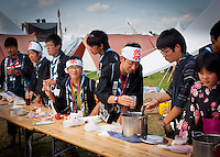 Japanees scocut preparing food in winter town during Cultural Festival. Photo: André Jörg/ Scouterna