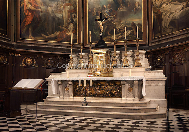 Choir with high altar and paintings by Charles Andre van Loo (Carle van Loo - 1705-1765), Basilique Notre-Dame-des-Victoires (Basilica Notre-Dame-des-Victoires), founded in 1629 by King Louis XIII and finalized in 1737 by Sylvain Cartaud, 2nd arrondissement, Paris, France. Picture by Manuel Cohen